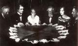 Sedute Spiritiche: il mistero inquietante dell'evocazione dei morti